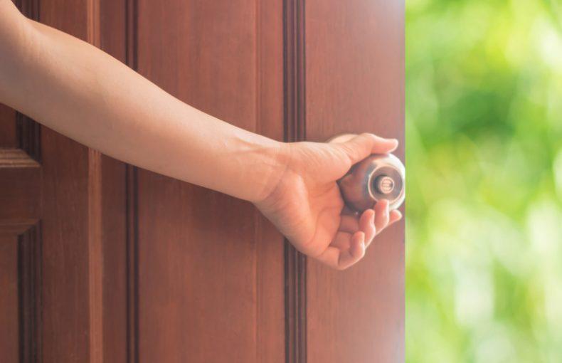 bathic-How to install front door